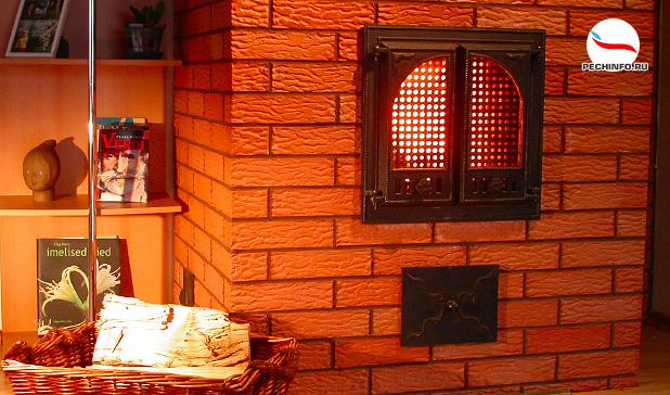 Кирпичная печь со стеклянной дверцей